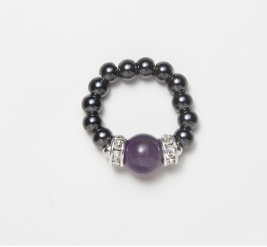 black beaded stretch ring with circular amethyst accent bead